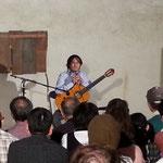 ギター奏者・橋口武史さんによるギターの演奏。