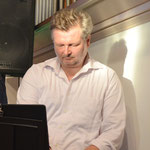 Peter an den Keyboards - Erleuchtung inklusive ...