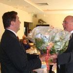 Dr. Boesken heißt Herrn Rüdiger Stettinski im Vorstand der Bambusrunde willkommen