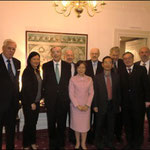Agnes H.Y. Chen (vorne Mitte) mit Dr. Thomas Mirow und Vorständen der Bambusrunde