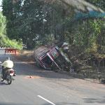Hat ein LKW einen Unfall, bleibt er einfach liegen