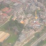 und im Anflug auf Kathmandu sehen wir Irwins Workshop von oben! Hier haben wir insgesamt fast 3 Monate verbracht...