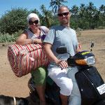 Wir trasportieren unsere Matratze nach Hause - wie Inder