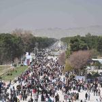 Massen auf dem Weg nach Persepolis