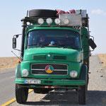 Unser 10.000km Bild - der Begleitschutz verzieht keine Miene