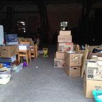 Die ersten Kartons lagern in der Scheune
