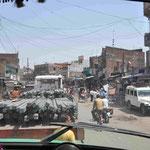 Die Grenze nach Nepal gleicht einer überfüllten Dorfstraße