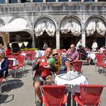 Auf dem Markusplatz kostet nen Cappucino 8,50 Euro plus...