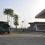Die letzte Nacht in Indien verbringen wir wieder an einer Tankstelle