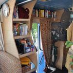 Bücherregale und die Falttür
