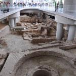 Unterm Akropolis-Museum