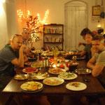 Weihnachten mit Alexis, Regina, Rob und ihren Freunden