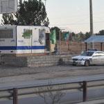 Die Polizei wohnt im Wohnwagen
