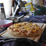Unsere erste selbstgemachte Pizza in unserem Campingofen! Lecker!