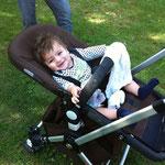 Theo, DAS ist ein Kinderwagen! :-))