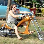 Deshalb durfte er mit seinem Eigenbau nicht auf den Parkplatz ! Warum hat er auch einen Lambretta-Motor verbaut ?