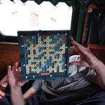 Einen Tag bekommt man auch mit Scrabbeln rum