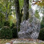 'Munich Soul' von Jaume Plensa im Herbstlaub