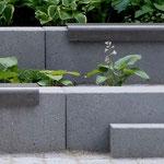 Gefärbter Beton in Sondergrößen und gestrahlter Oberfläche
