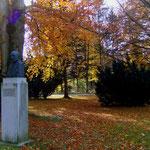 Parkteil mit Denkmal
