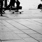 Skateboards an der Alster