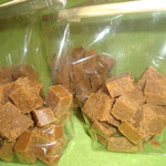 Les enfants ont coupés environ 400 gr de caramels mous