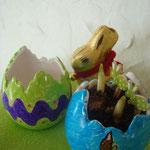 Narcisses dans un oeuf en porcelaine décoré