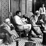 Les acteurs en pause: Alfonso Bedoya, Jack Hawkins, Cécile Aubry et Tyrone Power (de gauche à droite)