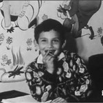 Mehdi dans la salle de jeux en 1965 © ina.fr