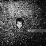 En novembre 1965, Mehdi dans une botte de paille