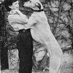 En 1955, dans la cour du Moulin Bleu