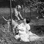 En 1956, dans les jardins du Moulin Bleu