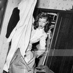Cécile Aubry dans sa chambre d'hôtel à Hambourg le 28 août 1951 © gettyimages