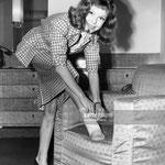 Cécile Aubry dans sa chambre d'hôtel à Londres le 27 novembre 1953 © gettyimages