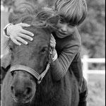 En 1967, Mehdi et le poney Paquita © Guy Le Querrec - Magnum Photos