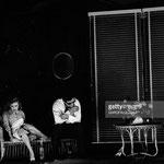 Sur scène avec Roger Hanin