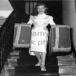 Cécile Aubry arrivant à son hôtel d'Hambourg le 28 août 1951 © alamy stock photo