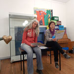 Birgit (links) und Sophie (rechts) erwecken den weiblichen Prolog zum Leben