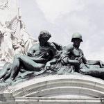 ein Bruchstück vom Buckingham Victoria monument
