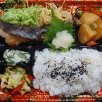 魚の照り焼き弁当 エネルギー;582㌔㌍  タンパク質;17.8㌘  塩分;2.0㌘