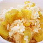 芋ごはん エネルギー;261㌔㌍  タンパク質;3.7㌘ 塩分;0.2㌘