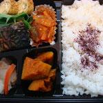 焼き魚と酢豚風のやわらかお弁当 エネルギー;468㌔㌍  タンパク質;16.8㌘  塩分;1.8㌘