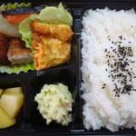 鮭のゆず照り焼き弁当 エネルギー;498㌔㌍  タンパク質;18.9㌘  塩分;1.7㌘