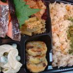 鮭弁当 エネルギー;520㌔㌍  タンパク質;18.5㌘  塩分;2.0㌘