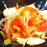 春雨の炒り煮  エネルギー;60㌔㌍ タンパク質;5.2㌘  塩分;0.4㌘