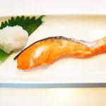 焼き鮭 エネルギー;60㌔㌍ タンパク質;9.0㌘ 塩分;0.4㌘