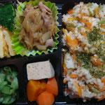 混ぜご飯と豚の生姜焼きのお弁当 エネルギー;508㌔㌍  タンパク質;18.5㌘  塩分;1.9㌘