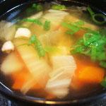 鶏肉入り野菜スープ エネルギー;31キロ㌍  タンパク質;2.1㌘  塩分;0.8㌘