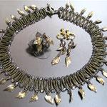 銀で作った葉を 金色にいぶし、 アンティークに仕上げた 3点セット (シェブロンステッチ)