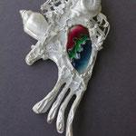 銀の結晶の白を生かし、 線を立てた七宝をいれた 大ぶりなヘッド